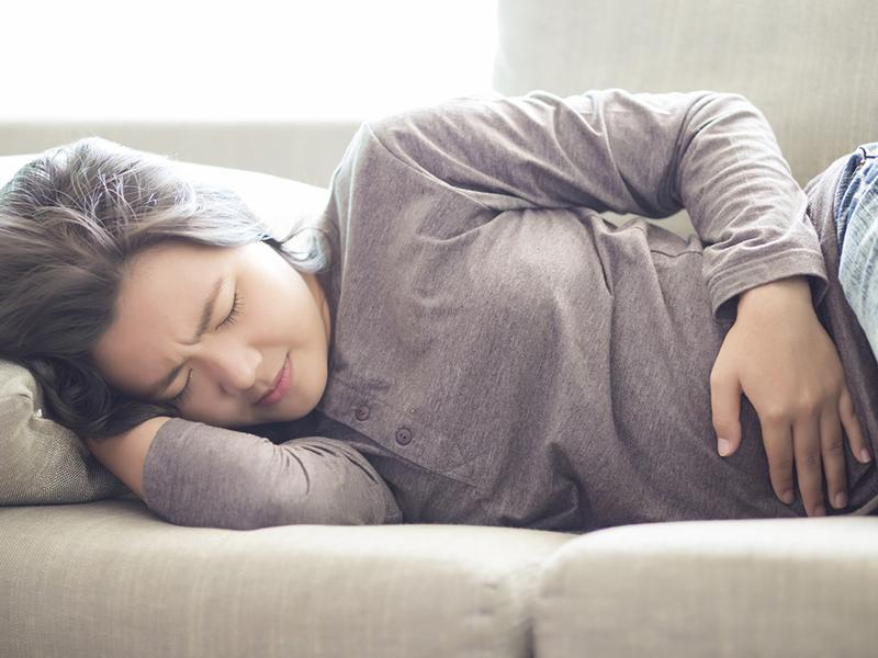 Đau bụng khi mang thai tháng thứ 3 thường khiến nhiều người mẹ lo lắng.