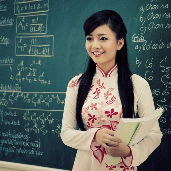 Giáo viên là một nghề nghiệp cao quý, là người truyền đạt kiến thức cho thế hệ đến sau.