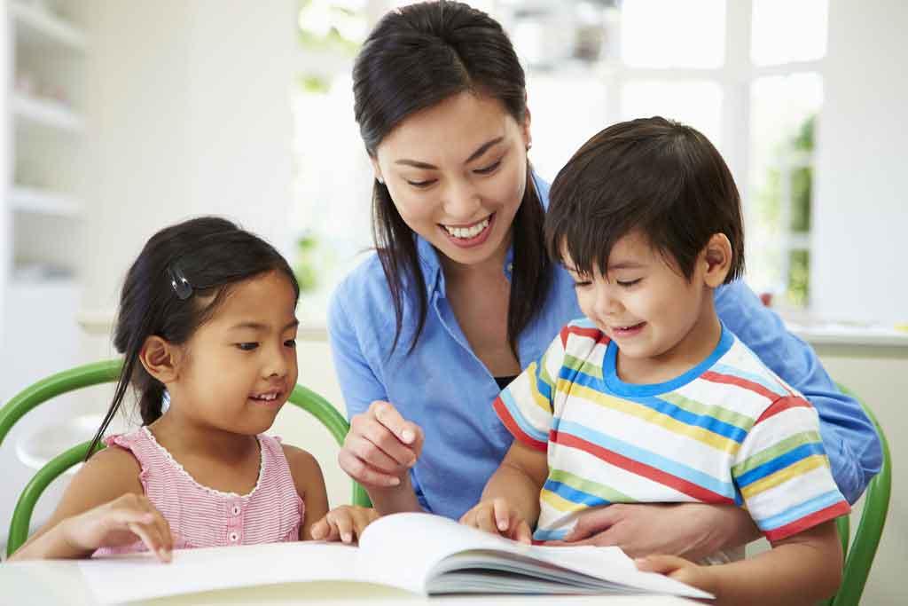Hãy dành ra một khoảng thời gian cố định để đọc chuyện tiếng Anh cùng con.