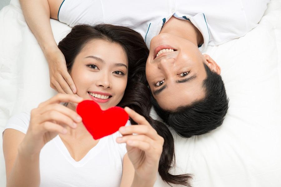 Đặc biệt khi quan hệ lần đầu sau sinh, người chồng nên nhẹ nhàng để tránh tạo cảm giác đau cho vợ