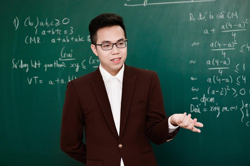 Bé nên trau dồi khả năng về ngôn ngữ để khi đứng lớp học sinh có thể mau hiểu bài hơn.
